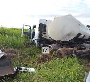 Motorista tem mal súbito e sofre acidente na rodovia Paraguaçu-Assis (Foto: Manoel Moreno)