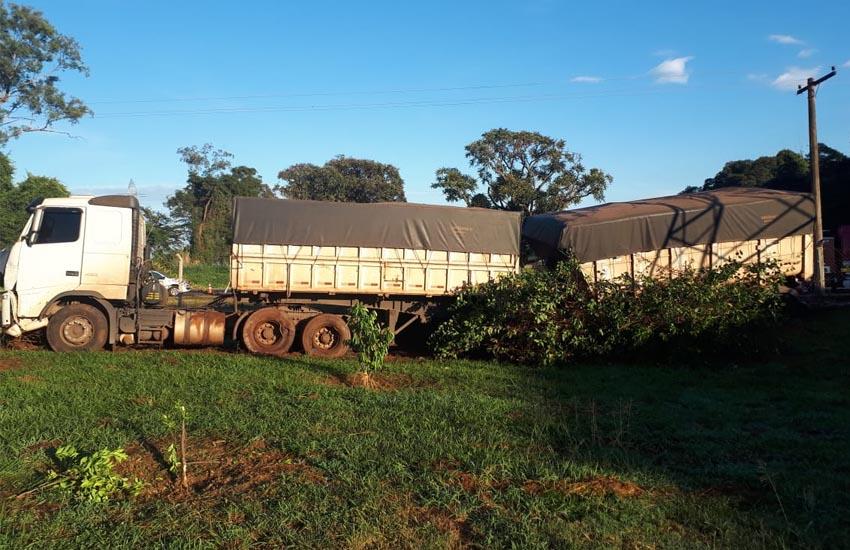 A carreta invadiu a granja (Foto: i7 Notícias)