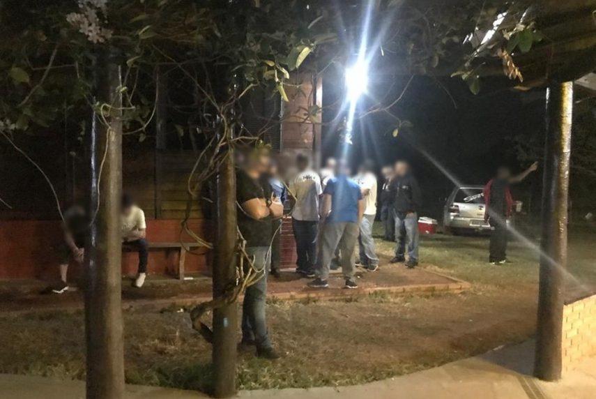 Segundo a Polícia Civil, chácara alugada para festa clandestina em Paraguaçu Paulista (SP) é de ex-jogador do Internacional (Foto: Polícia Civil/Divulgação)