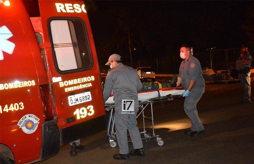 Vítima foi encaminhada ao Pronto-Socorro pelo Resgate do Corpo de Bombeiros (Foto: Manoel Moreno)
