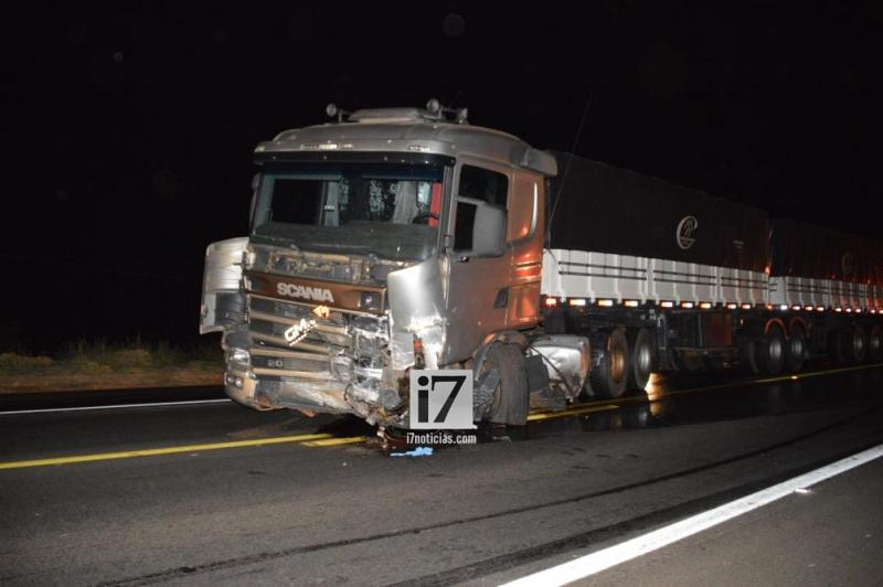 Wagner Rodrigues morreu no local do acidente. O seu veículo ficou destruído (Foto: Manoel Moreno)