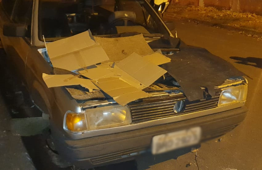 Veículo furtado em Maracaí é encontrado 'depenado' em Paraguaçu (Foto: Reprodução/i7 Notícias)