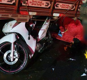 Uma motociclista de 42 anos morreu após bater moto na traseira de caminhão parado em Tupã (SP) — Foto: Divulga Tupã/ Divulgação