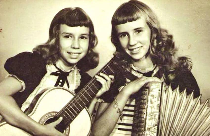 As Irmãs Galvão no início da carreira, desbravada em rádios do interior do estado de São Paulo - Foto: Reprodução / Site oficial As Galvão