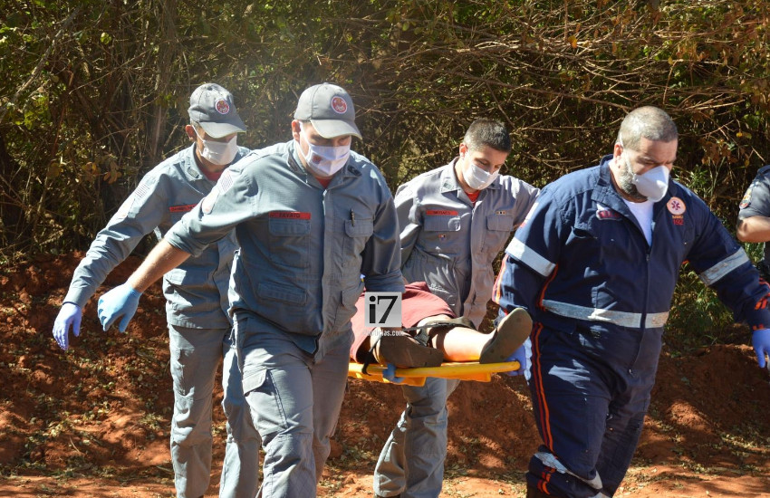 Vítimas foram socorridas e encaminhadas ao Pronto-Socorro (Foto: Manoel Moreno)