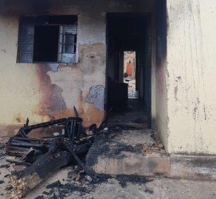 Fogo foi controlado pelos bombeiros em Garça — Foto: Polícia Militar/Divulgação
