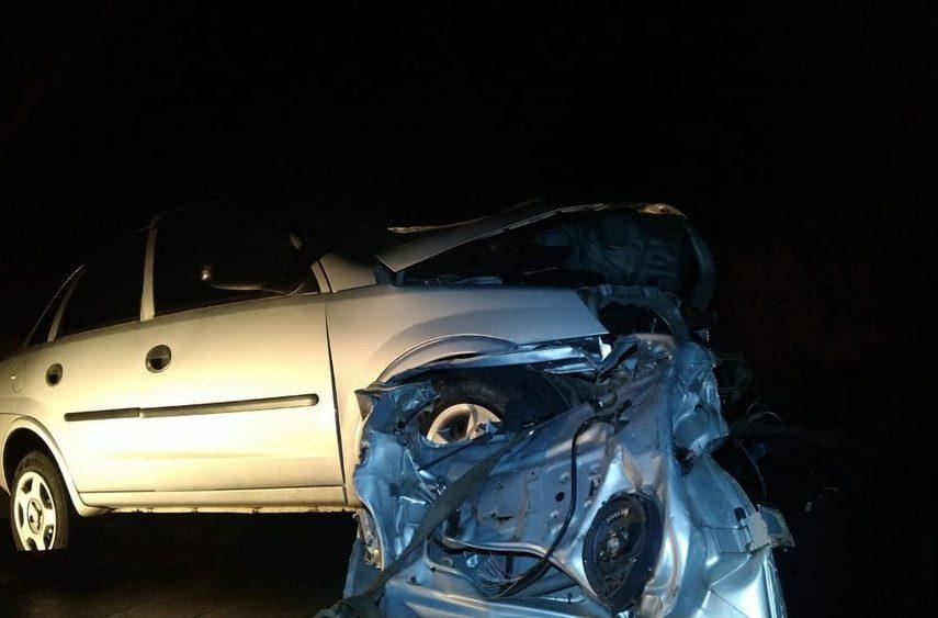 Batida entre carro e semirreboque de caminhão matou homem de 32 anos — Foto: Polícia Rodoviária