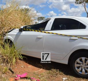 Ao fugir, preso colidiu carro furtado contra um caminhão