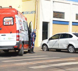 A colisão aconteceu no cruzamento da Rua José Vitor da Silva com a Avenida Siqueira Campos, na Vila Nova (Foto: Mané Moreno)