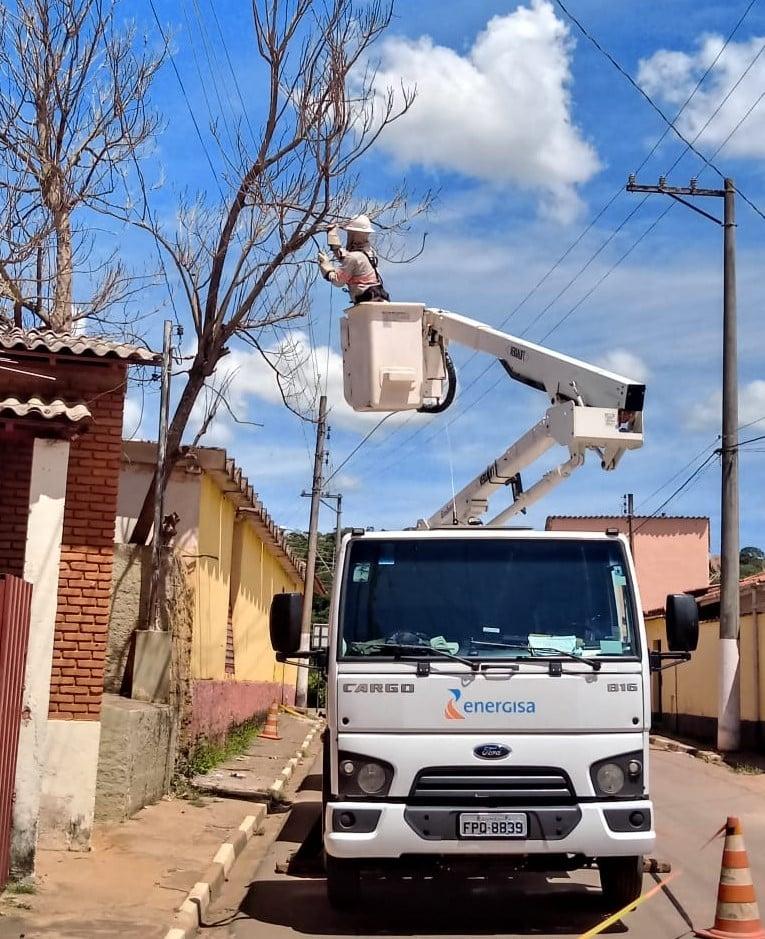 Em caso de podas, a Energisa deve ser acionada quando os galhos estiverem próximos à rede elétrica