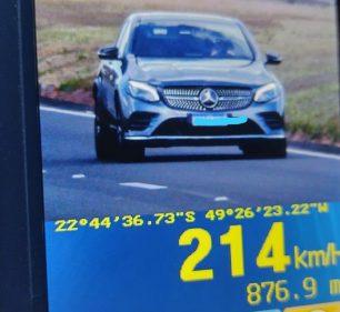 Motorista foi flagrado a 214 km/h em Santa Cruz do Rio Pardo (Foto: Polícia Rodoviária/ Divulgação)