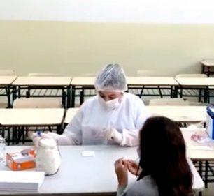 Alunos do curso de enfermagem da Fema participam da ação de testagem dos estudantes do 1º ao 5º ano de Assis — Foto: Reprodução/Facebook/Prefeitura de Assis