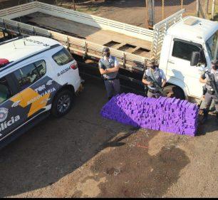 Grande quantidade de maconha é encontrada em fundo falso de caminhão na SP-270 em Ourinhos (SP) — Foto: Polícia Rodoviária Estadual/ Divulgação