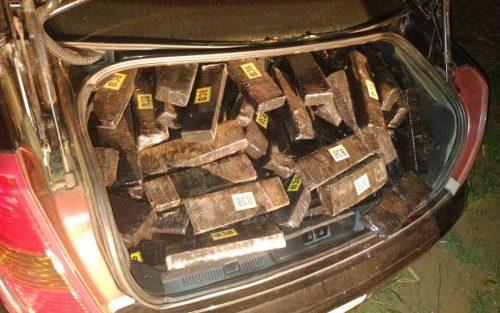 Carro é achado lotado com tabletes de maconha em Tupã — Foto: Divulgação/Polícia Militar