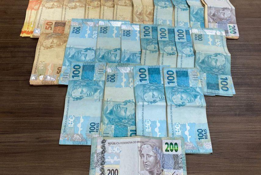 Valor foi apreendido em Paraguaçu Paulista e a polícia vai investigar a origem do dinheiro — Foto: Polícia Civil/ Divulgação