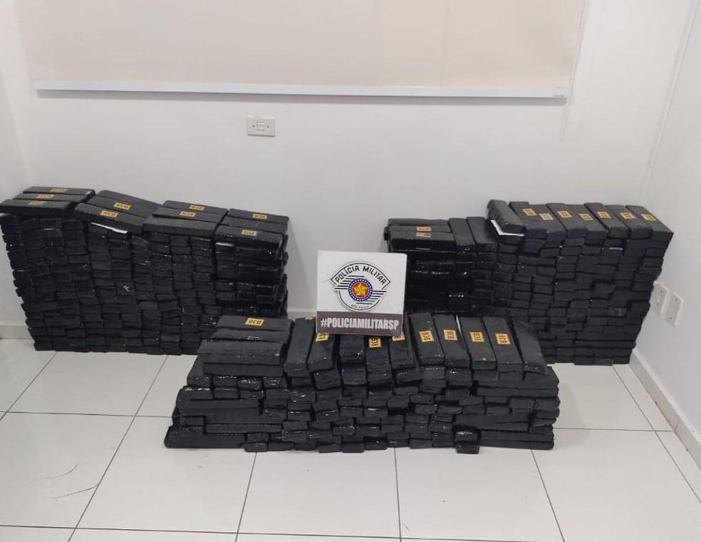Quase 500 quilos de maconha foram apreendidos em Tupã — Foto: Divulgação/PM