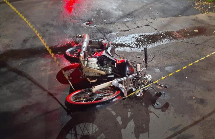 Acidente fere dois condutores de motocicleta em Paraguaçu (Foto: Reprodução/i7 Notícias)