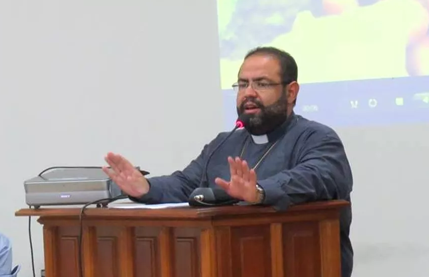 O agora ex-padre Manoel Carlos Nery de Souza em sessão solene na Câmara de Marília, em 2016 - Foto: Diocese de Marília/Arquivo