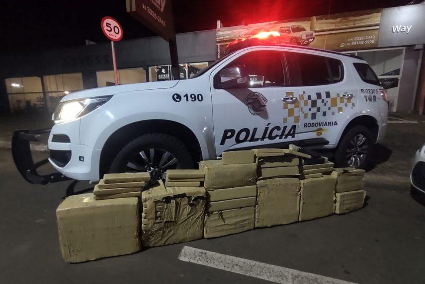 Casal foi parado pela Polícia Rodoviária na Rodovia Raposo Tavares, em Ourinhos — Foto: Divulgação /Polícia Rodoviária