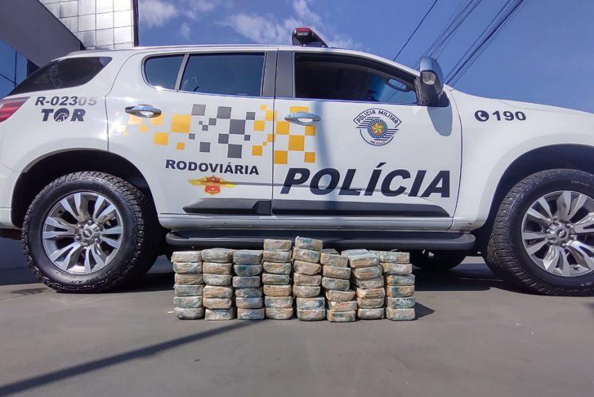 Polícia Militar Rodoviária de Assis encontra 50 tabletes de crack em operação na Rodovia Raposo Tavares (Foto: Polícia Militar Rodoviária /Divulgação)